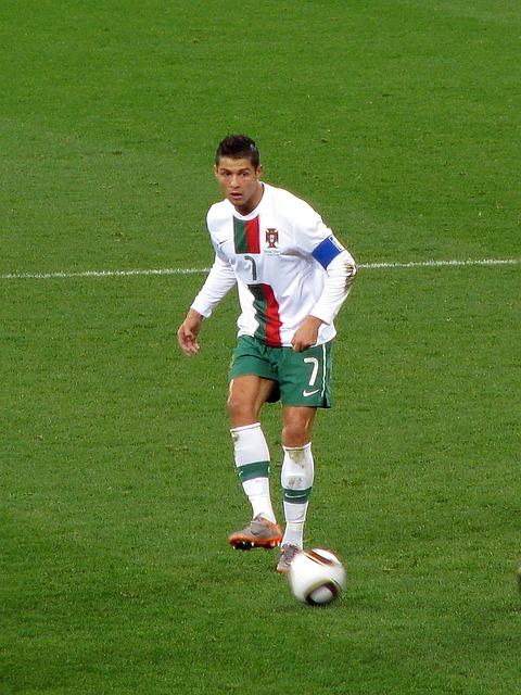Cati bani ar putea primi Cristiano Ronaldo de la Facebook pentru un reality show