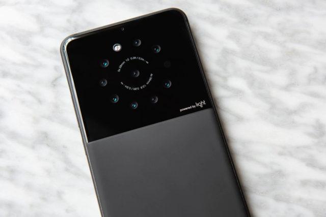 De ce sunt in stare cele 9 camere ale smartphone-ului dezvoltat de Light