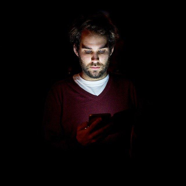 De ce smartphone-urile pot accelera orbirea