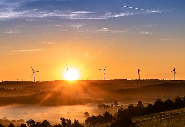 Care-i anul in care statul California ar putea fi alimentat 100% de energie regenerabila