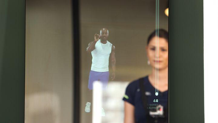 Ce pret are oglinda inteligenta care pune un antrenor fitness la tine in locuinta