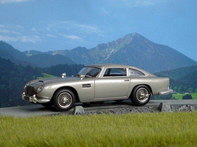 La ce pret poti cumpara masina Aston Martin DB5 a lui James Bond