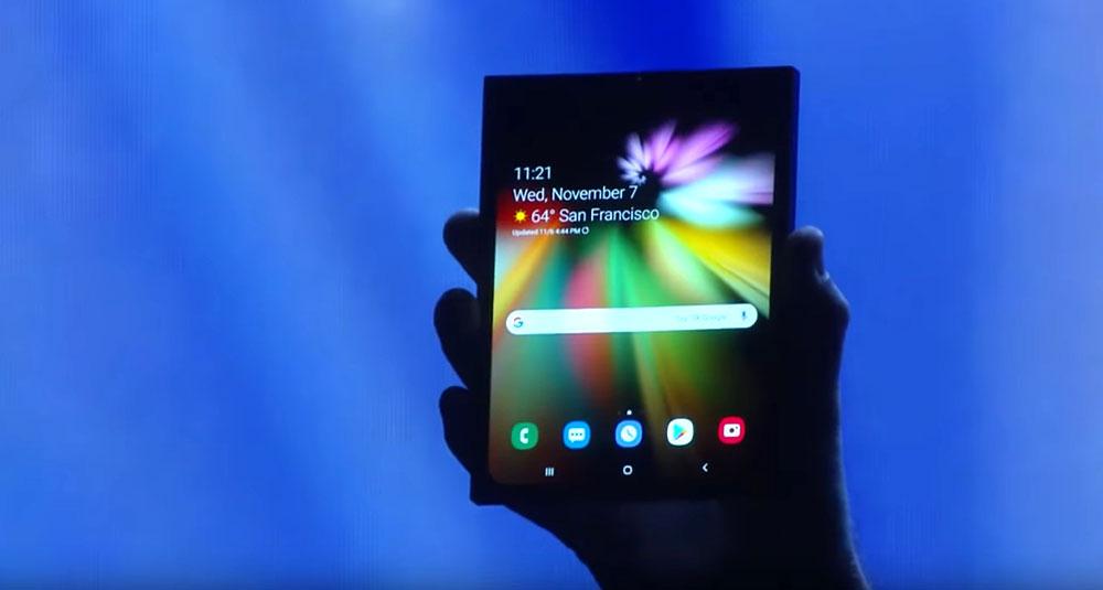 Asa arata primul smartphone pliabil al Samsung