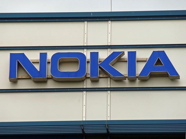 Ce autonomie uimitoare are telefonul simplu Nokia 106