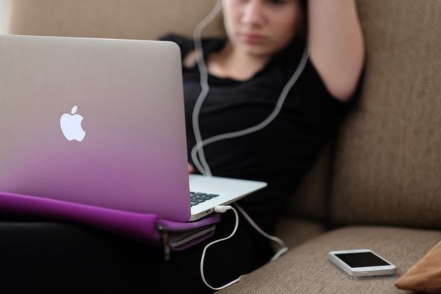 Noul laptop MacBook Air al Apple poate ceva ce poate si MacBook Pro