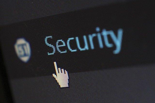 ---Cum a speriat un atacator cibernetic o victima, prin camera de securitate conectata la internet