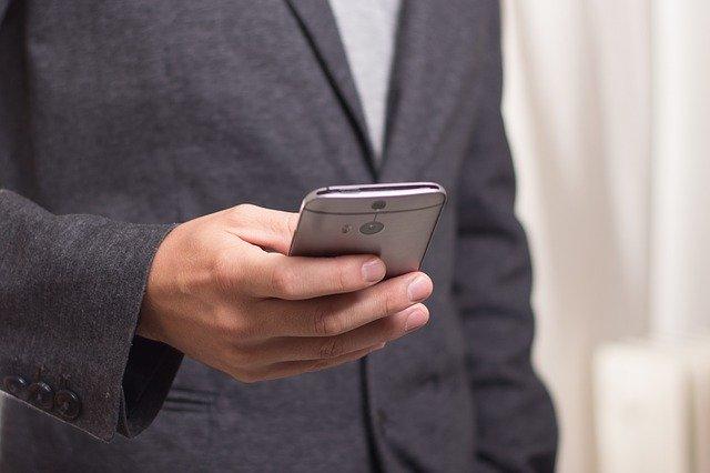 De ce California ar putea pune o taxa pe SMS-uri