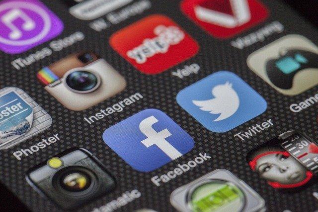 De ce da Facebook in judecata BlackBerry