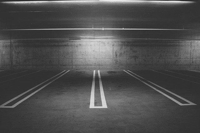 De ce un Jeep a fost zdrobit de un garaj electric
