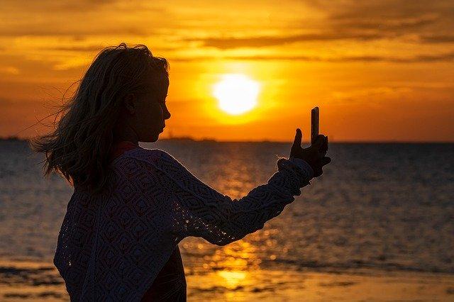 Ce tablouri a stricat o femeie din Rusia in timp ce captura un selfie