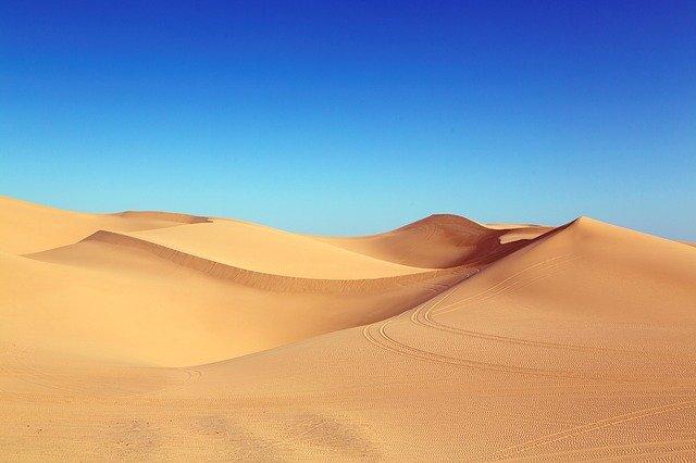 In ce pustietate se reda nonstop melodia Africa a lui Toto cu un echipament alimentat solar