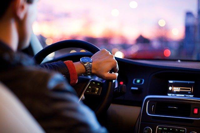 Ce explicatie neobisnuita are un sofer amendat ca vorbea la telefon in timp ce conducea