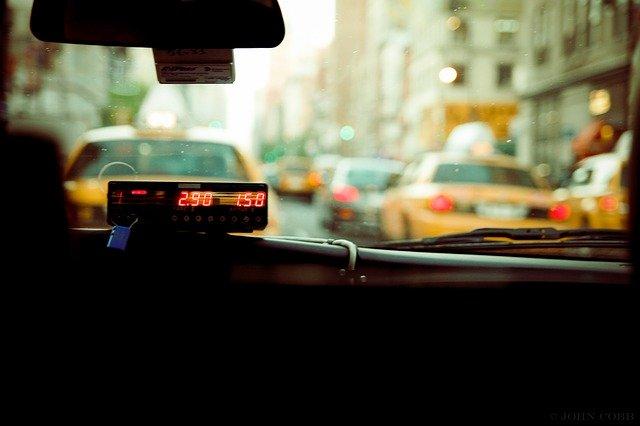 Cum e serviciul de taxiuri autonome Waymo One