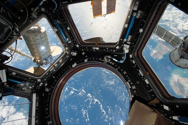 Pentru ce problema au iesit doi astronauti ai SSI in spatiu