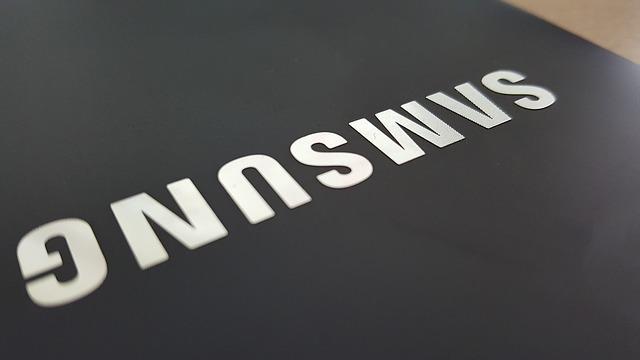 Cu ce ar putea inlocui Samsung perforatia din ecranele smartphone-urilor