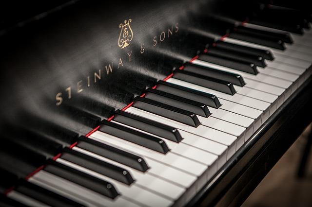Cum e pianul tehnologizat al Steinway cu functie de inregistrare live