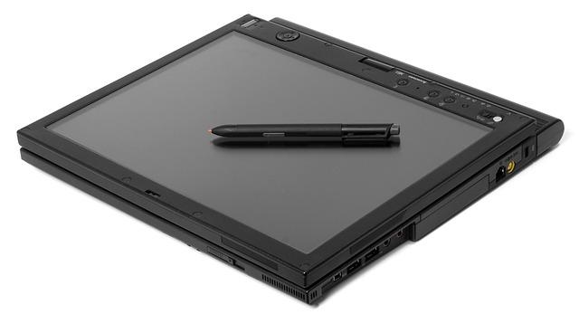 Cum sunt tabletele Lenovo Smart Tab M10 si P10 cu Alexa