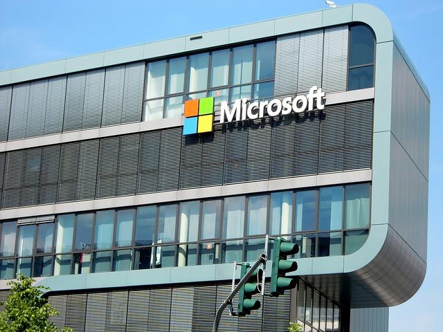 Cum e tableta de 50 de inci a Microsoft