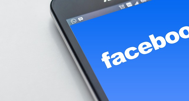 De ce Facebook le cere utilizatorilor parola de e-mail