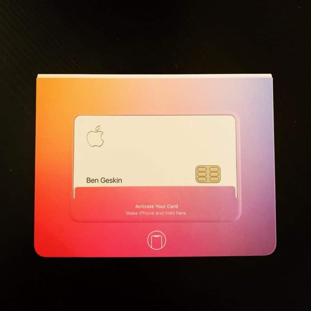 Asa ar putea arata cardul de credit al Apple