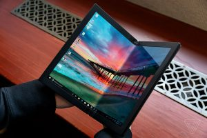 Cum e primul laptop pliabil ThinkPad al Lenovo