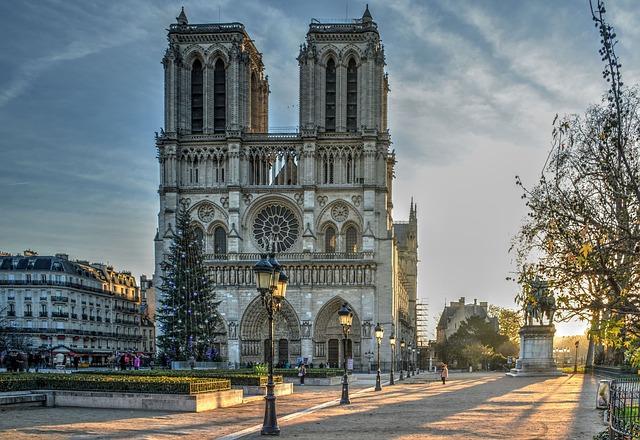 De ce se vrea ca Catedrala Notre Dame sa fie reconstruita cu sticla