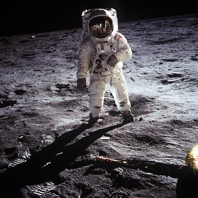 Cine ar putea ajunge pentru prima data pe Luna in 2024, cu programul Artemis al NASA