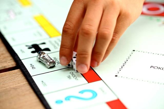Cum e noua versiune a jocului Monopoly controlata vocal al Hasbro