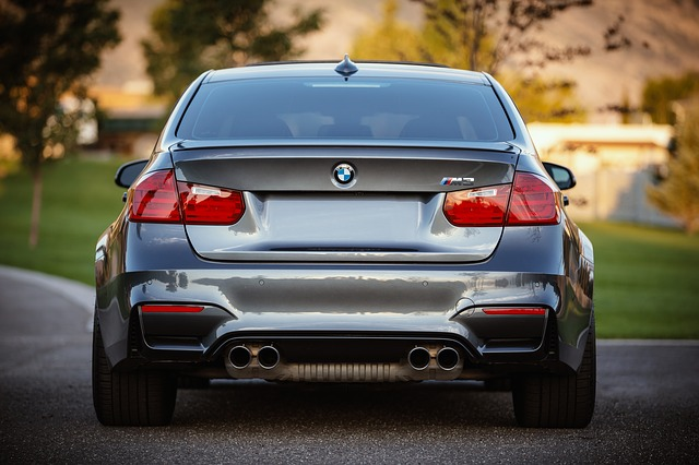 Cum e noul sistem BMW care permite masinilor sa opreasca automat la semafor