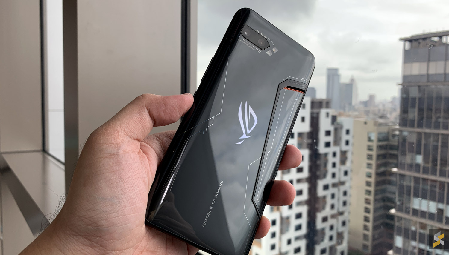 What is the price of the ASUS ROG Phone 2 smartphone