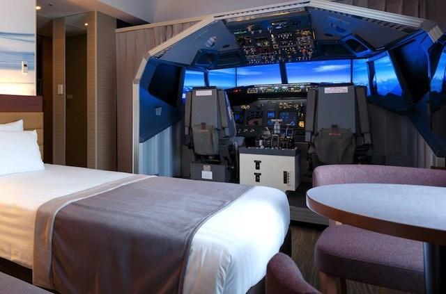 Ce preturi are camera de hotel din Tokio care are un simulator de zbor