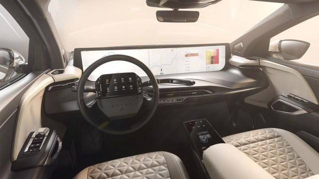 Cum e masina electrica cu ecran urias de 48 inci, Byton M-Byte