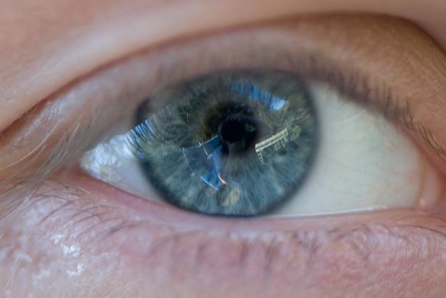 Cum sunt lentilele de contact care pot mari zoom la comanda