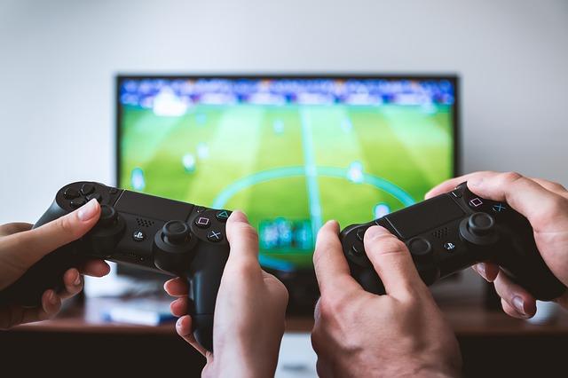 De ce 4 tineri gameri FIFA 19 au golit contul bancar al parintilor