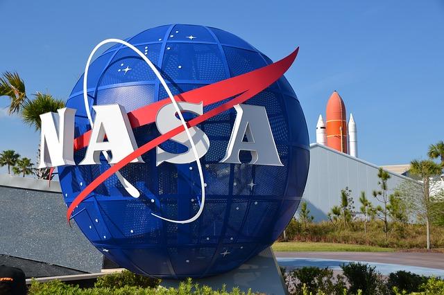 De ce NASA va deschide mostrele de roci lunare sigilate ale misiunilor Apollo