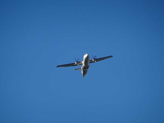 Vezi avionul care aterizeaza fara sa aiba nevoie de piloti