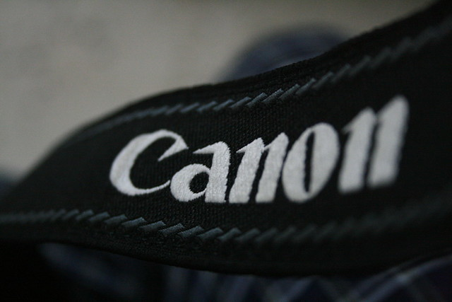 Camera Canon mirrorless care poate captura fotografii de 400MP