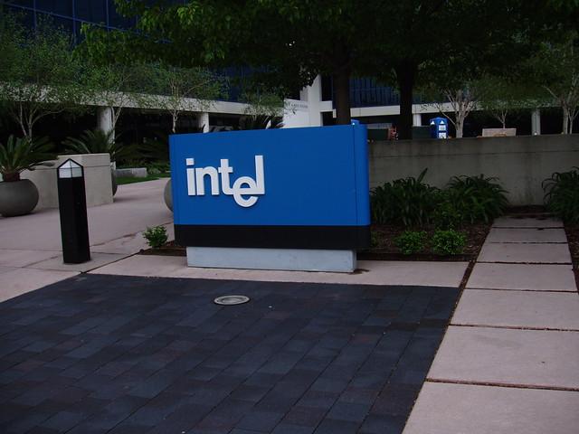 Cat a investit Intel in primul sau cip AI pentru centre de calcul mari