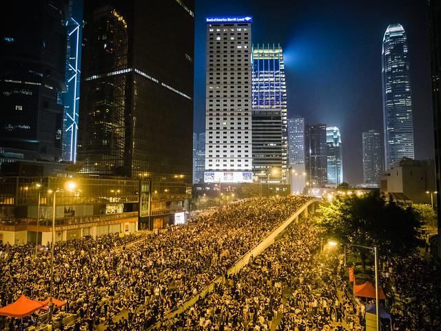 Ce folosesc protestatarii din Hong Kong pentru a nu fi recunoscuti de camerele de recunoastere faciala