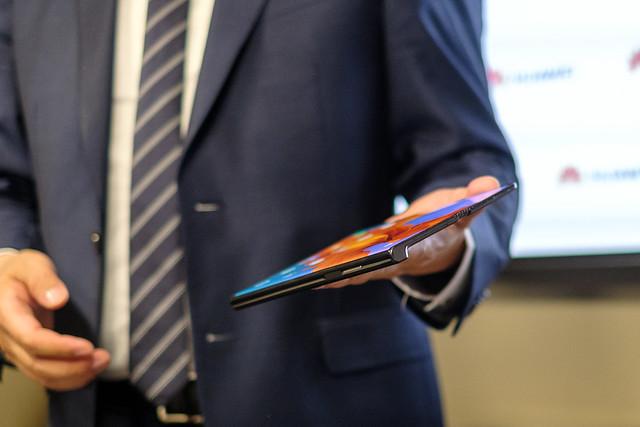 Cu cat a fost redusa capacitatea bateriei smartphone-ului pliabil Huawei Mate X, probabil