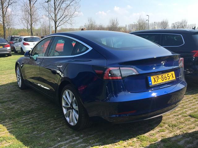 Cum a luat foc o masina electrica Tesla Model 3 in Rusia