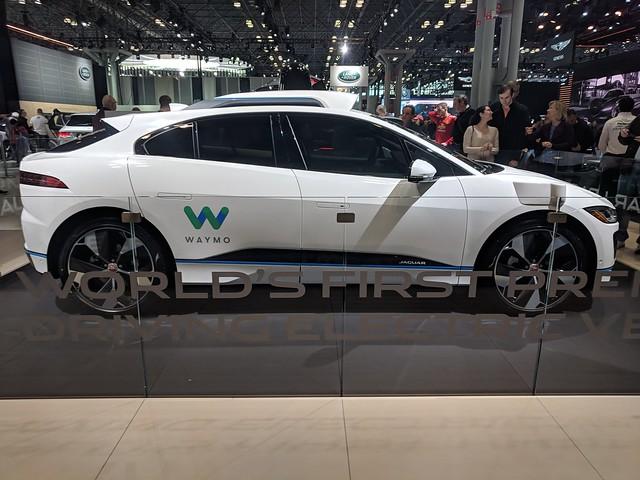Cum au condus masinile autonome Waymo 16 miliarde de kilometri