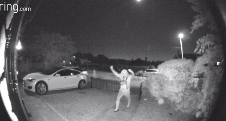 Cum au furat niste hoti o masina Tesla in sub 30 de secunde