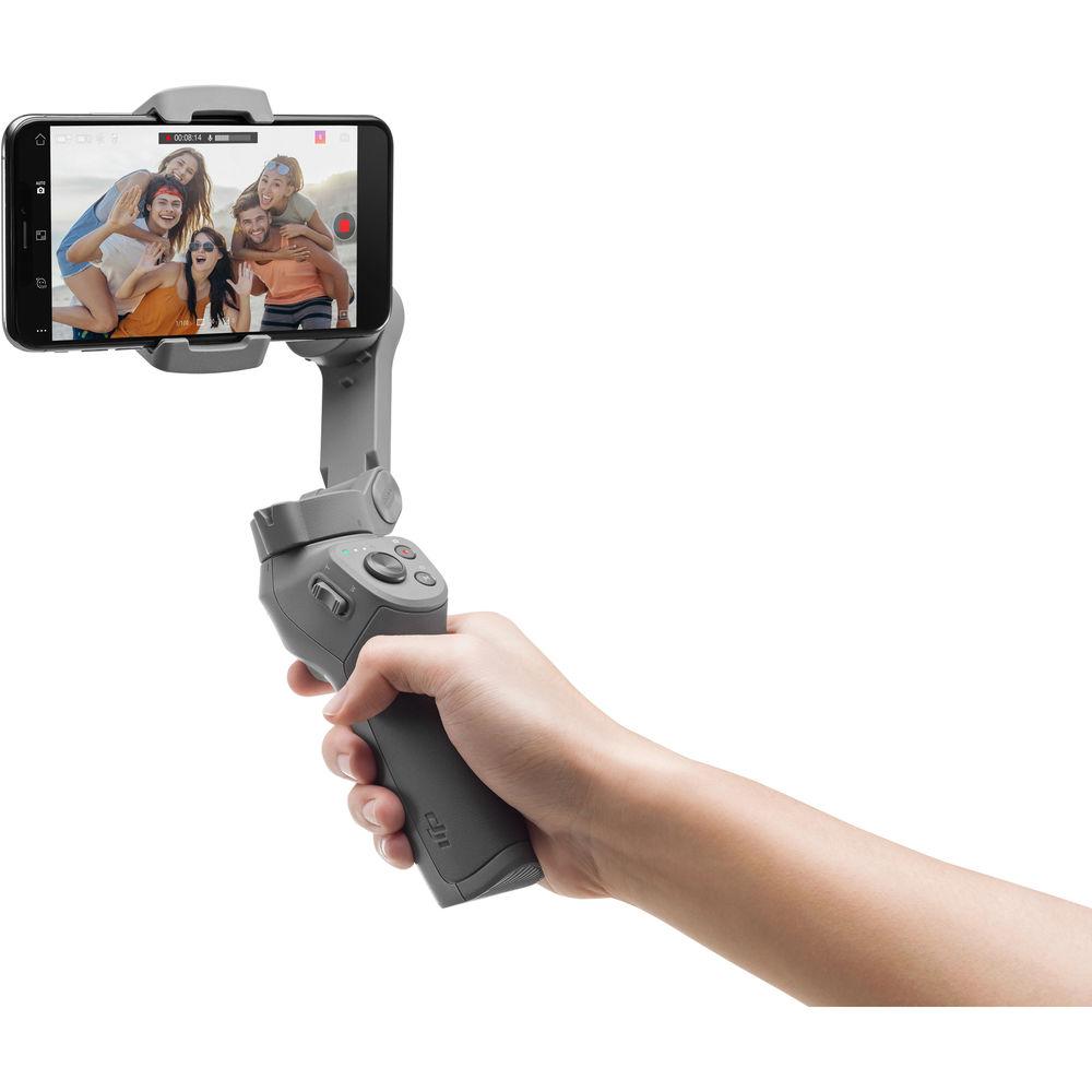 Cum e stabilizatorul DJI Osmo Mobile 3 pentru smartphone-uri si ce pret are