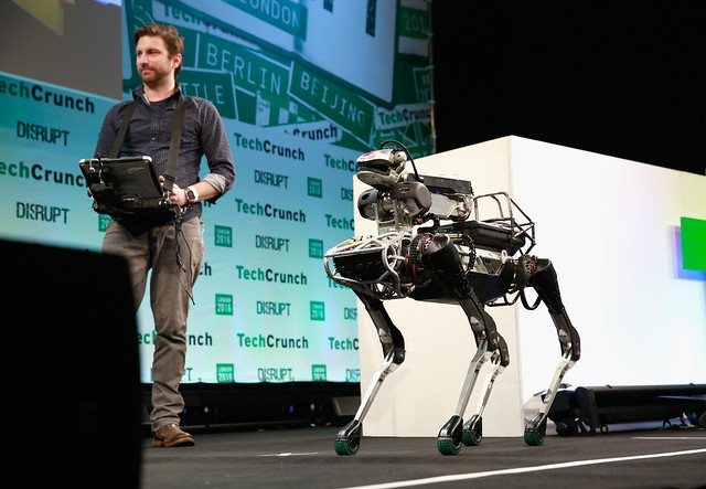 Ce pret are robotul Spot al Boston Dynamics, in linii mari