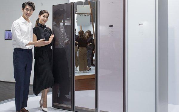 Cum iti poate mentine Samsung AirDresser hainele curate