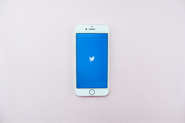 De ce Twitter nu mai permite postarea de tweet-uri prin SMS