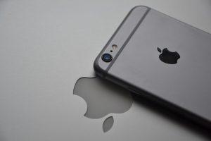 Cum ar putea deveni util logoul Apple de pe iPhone-urile viitoare