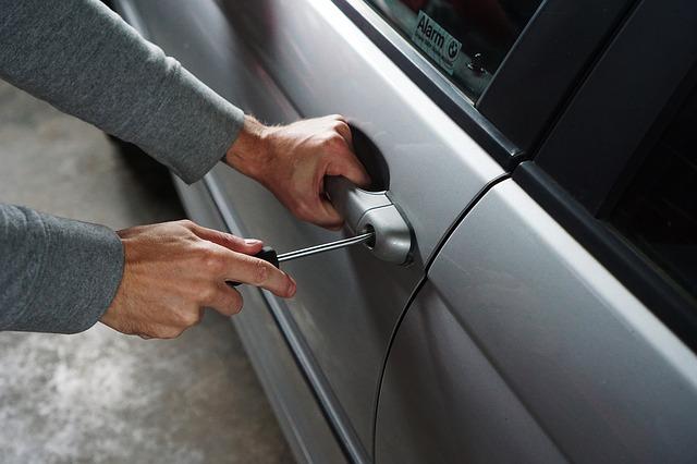 Ce trebuie sa stii pentru a-ti mentine electronicele in siguranta in masina