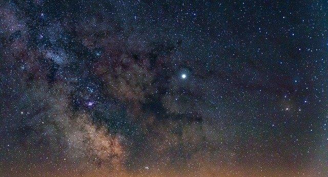 Cum reuseste smartphone-ul Google Pixel 4 sa fie bun la capturarea cerului nocturn